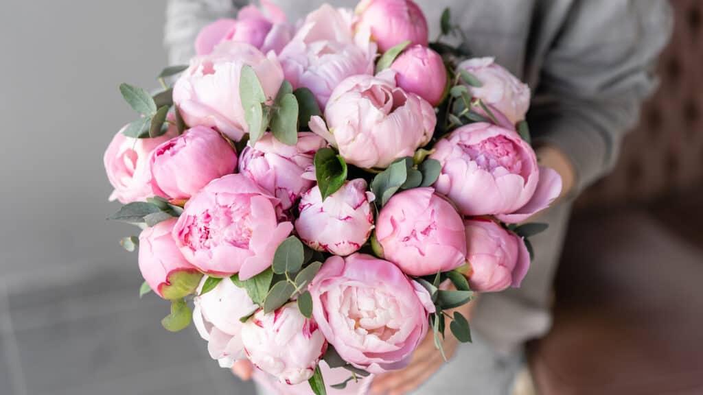 Flower Bouquets vs Chocolate Bouquets2